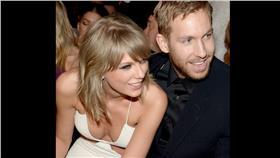 泰勒絲 翻攝每日郵報 http://www.dailymail.co.uk/tvshowbiz/article-3165099/It-s-going-absolutely-fantastic-Smitten-Calvin-Harris-gushes-insanely-happy-relationship-girlfriend-Taylor-Swift-dismisses-marriage-rumours.html
