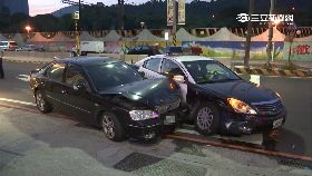 a轎車撞警車0830