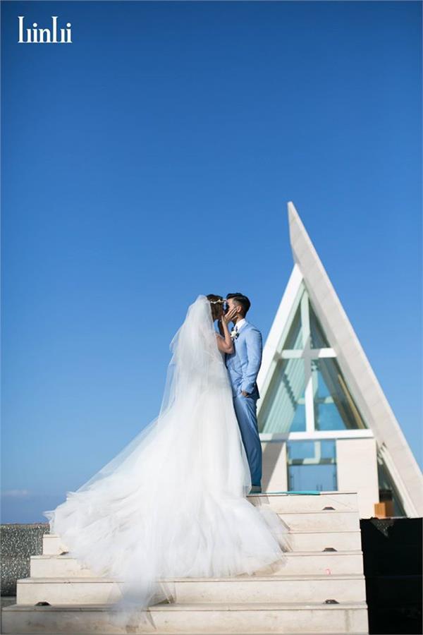 瑞莎結婚(翻攝自LinLi Wedding 林莉婚紗臉書)