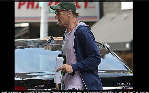 連恩尼遜 翻攝每日郵報 http://www.dailymail.co.uk/tvshowbiz/article-3177958/Liam-Neeson-63-cuts-low-key-figure-casual-clothing.html