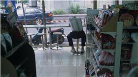 便利商店(圖/攝影者Lordcolus, Flickr CC License) https://flic.kr/p/8AP5ZL