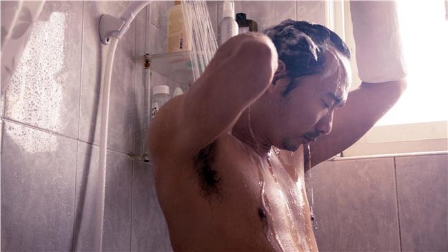 石頭濕身洗澡露肌肌 MAN味大爆炸