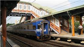 台鐵、火車 https://www.flickr.com/photos/chitsaou/3845376141/