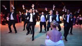 婚禮、熱舞/Youtube:https://www.youtube.com/watch?t=411&v=Qv3fBxPY9zE