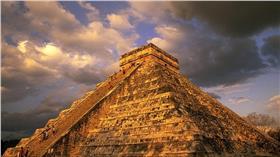 瑪雅金字塔/Dailymail/http://www.dailymail.co.uk/sciencetech/article-3200817/Sacred-sinkhole-discovered-1-000-year-old-Mayan-temple-eventually-destroy-pyramid.html