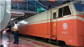 台鐵,乘客,BB槍 圖/攝影者Chi-Hung Lin, Flickr CC License https://flic.kr/p/ib2P73