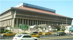 台北車站(攝影者:台灣少年,Wikipedia,https://zh.wikipedia.org/wiki/台北車站#/media/File:TMS.JPG)