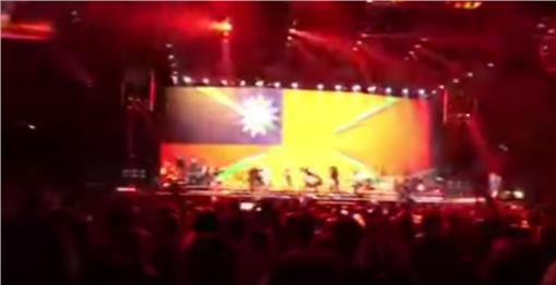 瑪丹娜、台灣國旗/翻攝YouTube