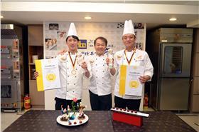 台灣代表隊(左起選手楊嘉明、教練廖漢雄、選手彭浩)於2015IBA世界點心大師賽高分奪得世界冠軍