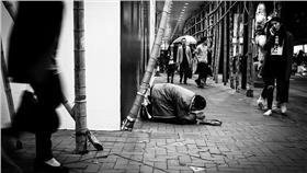乞丐、乞討、人民、百姓(圖/攝影者doctorho, Flickr CC License) https://tinyurl.com/yxcej7od