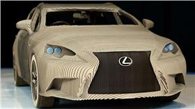 Lexus/每日郵報 http://www.dailymail.co.uk/sciencetech/article-3261232/Just-don-t-drive-home-rain-Lexus-creates-working-size-vehicle-CARDBOARD-worker-s-origami-skills.html
