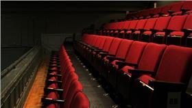 戲院座位-flickr-kaykaybarrie-https://www.flickr.com/photos/kaylajanebarrie/8597567077/in/photostream/
