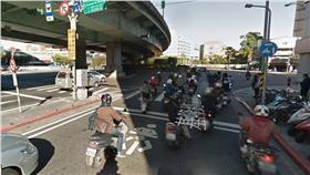 機車族,兩段式左轉,交通,警察,罰單,高嘉瑜,守法 圖/翻攝自Google Map