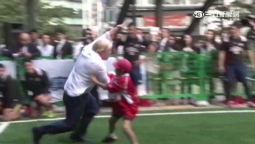 友誼賽超認真 倫敦市長竟撞翻日學童