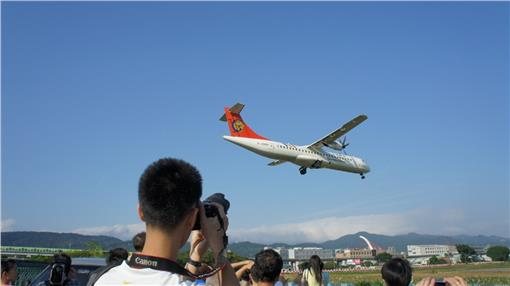松山機場看飛機/維基百科