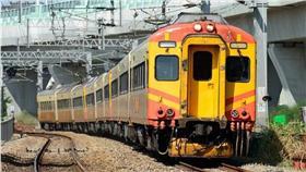 台鐵火車 取自Rail News鐵道情報FB 攝影/李威漢