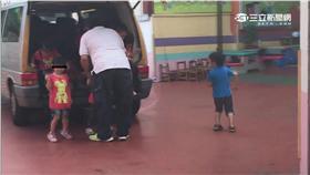 載童像塞豬! 幼兒園私家車違法擠22童