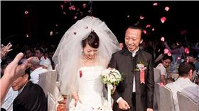 婚禮、結婚、宴客/flickr  https://www.flickr.com/photos/liliansquare/3861239271/in/photolist-6TcRUT-6TcRTM-6TgSgw-6TgSfh-6TcRQr-6TgSd9-6TgSbN-6TcRMe-6TgS9s-6TcRJT-6TcRHM-6TgS69-6TcRF8-6TcRDH-6TgS2b-6TcRBK-6TcRAz-6TgRXA-6TcRy6-6TcRwT-6TgRUd-6TgRTh-6TgRS1-6TcRsa-6TcRqR-6TcRpr-6TcRop-6TcRmT-6TgRK3-6TgRJ5-6TcRhr-6TcRfK-6TgRDs-6TgRBU-6TgRAL-6TcRbg-6TcRac-6TcR9g-6TgRww-6TcR6v-6TcR4X-6TcR3Z-6TgRsN-6TcR24-6TcQZB-6TcQYz-6TgRoC-6TgRnU-6TgRmq-6TcQTT