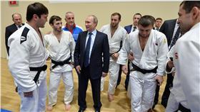 ▲俄羅斯總統普丁(Vladimir Putin)將全面徹查禁藥事件,還給運動員清白。(圖/美聯社/達志影像)