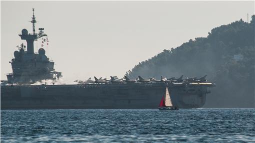 法國航空母艦,Charles de Gaulle,戴高樂號,反恐(圖/美聯社/達志影像)