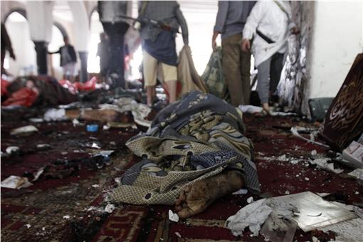 葉門清真寺遭自殺式炸彈攻擊(圖/美聯社/達志影像)