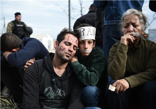 難民,縫嘴巴,抗議(圖/美聯社/達志影像)