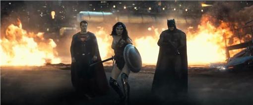 蝙蝠俠對超人 翻攝自FB影片