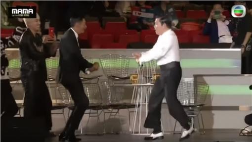 MAMA亞洲音樂大獎,周潤發,尬舞,PSY,騎馬舞(Youtube https://www.youtube.com/watch?v=xVml3APDPlw)
