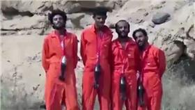 isis處決畫面 翻攝每日郵報 http://www.dailymail.co.uk/news/article-3346424/Death-explosive-necklace-ISIS-ties-mortar-shells-rebels-necks-just-one-series-sickening-execution-videos-war-torn-Yemen.html