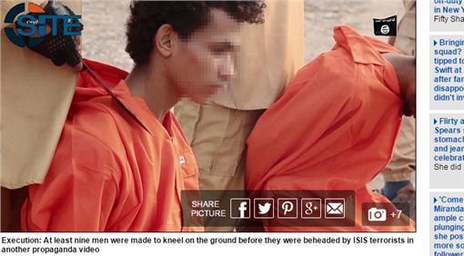 isis處決畫面翻攝每日郵報http://www.dailymail.co.uk/news/article-3346424/Death-explosive-necklace-ISIS-ties-mortar-shells-rebels-necks-just-one-series-sickening-execution-videos-war-torn-Yemen.html
