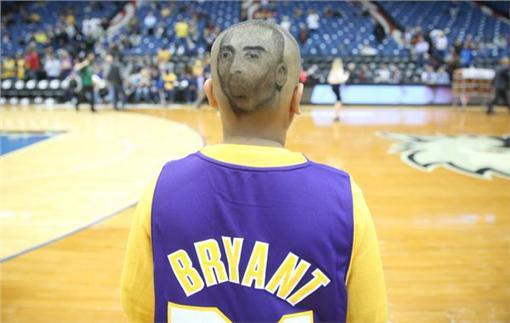 KOBE FAN(圖/翻攝自Los Angeles Lakers Twitter)