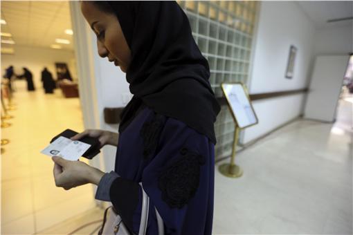 沙烏地阿拉伯女性首投-圖/美聯社