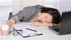 上班族過勞加班壓力工作職場(Shutterstock/達志影像)