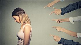 霸凌、網路、職場、背叛(Shutterstock/達志影像)