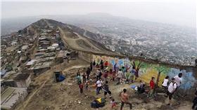祕魯的恥辱之牆 (圖/翻攝自每日郵報)