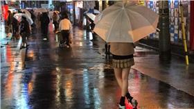 高中生 翻攝 http://edition.cnn.com/2015/12/27/asia/japan-schoolgirl-cafes-jk/