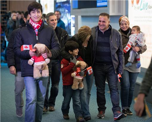 難民小艾倫的叔叔抵達加拿大(圖/美聯社/達志影像)