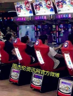 周杰倫昆凌元旦打電動/微博