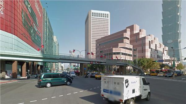 信義區世貿人行陸橋翻攝google 街景