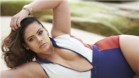 跨種族大尺碼模特兒Mahalia  翻攝自每日郵報 http://www.dailymail.co.uk/femail/article-3411139/Mahalia-Handley-plus-size-mixed-race-Darwin-model-s-landed-major-UK-modelling-contract-starred-Kardashian-campaign.html