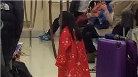 紅衣小女孩,恐怖,捷運車廂,爆料公社,小女孩,雨衣,都市傳說,靈異