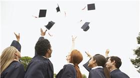 就讀科系與個性關係 翻攝自每日郵報 http://www.dailymail.co.uk/sciencetech/article-3418805/What-does-degree-say-Law-students-selfish-unhelpful-science-graduates-party-animals.html