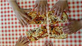披薩,分享▲圖/攝影者PROJeremy Segrott, flickr CC License- https://www.flickr.com/photos/126337928@N05/17405004226/