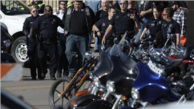 機車展/http://www.denverpost.com/news/ci_29453858/at-least-one-killed-in-shootings-stabbing-at-denver-motorcycle-rally