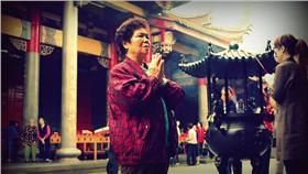 行天宮,拜拜(https://www.flickr.com/photos/mattweibo/4142758023/)16:9