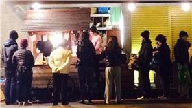 地震,台南,小吃店(圖/翻攝自「台南紅椅頭アンイータウ観光倶楽部」臉書)