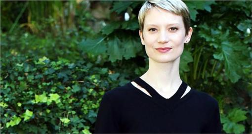2016好萊塢新興女星 蜜雅·娃絲柯思(圖/翻攝自irishtimes) http://www.irishtimes.com/culture/film/a-very-gothic-education-mia-wasikowska-on-her-scariest-role-1.2384227