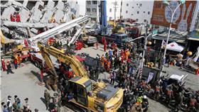 0206大地震、南台灣、台南、維冠、救災、救援(圖/路透社/達志影像)