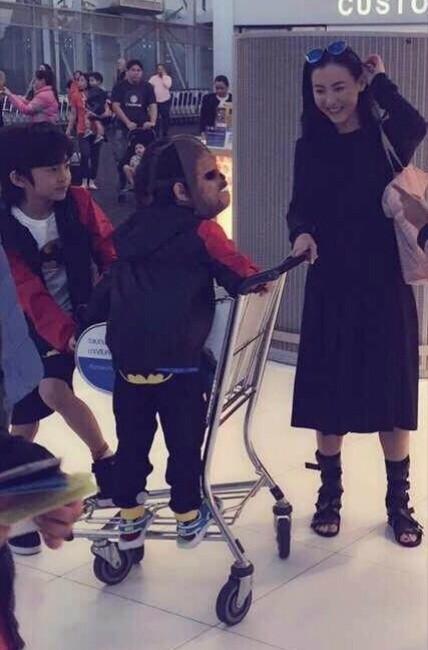 ▲張柏芝帶兒子出國度假。(圖/翻攝自張柏芝中文網官方微博)