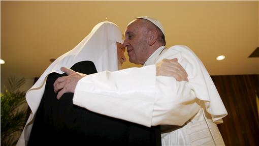 羅馬天主教教宗方濟各與俄羅斯東正教宗主教(大牧首)基里爾一世(圖/路透社/達志影像)
